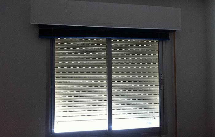 Persiana empotrada de PVC aluminio térmico y madera